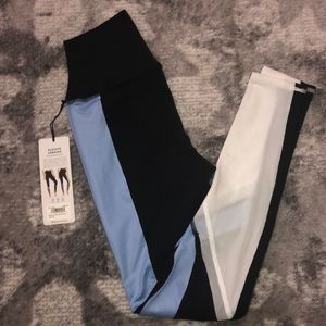 NWT ALO YOGA High Waist Elevate Legging. XS